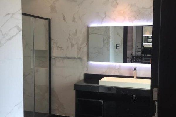 palm-bathroom-img4-min